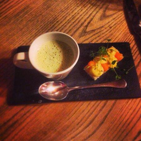 Craven Heifer - Boutique Hotel & Restaurant : Delicious leek & potato soup with open egg sandwich.