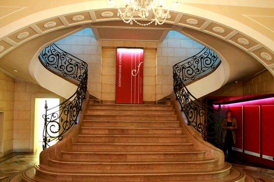 Fryderyk Chopin Museum: Музей Фредерика Шопена. Лестница