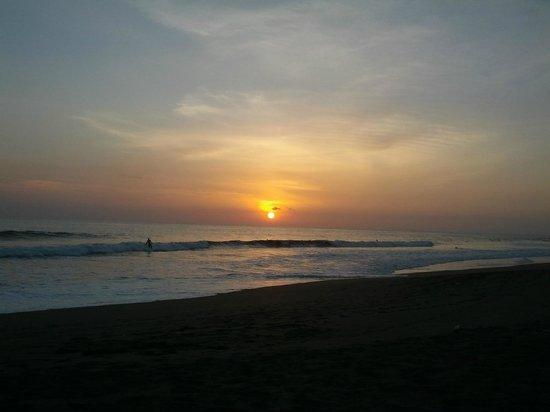 Marea Brava: Sun set beach in from of the hotel