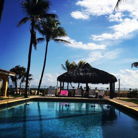 Ebb Tide Oceanfront Resort : Pool
