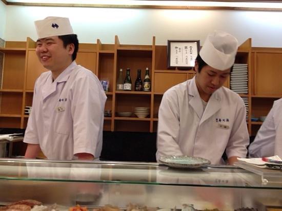 Tsukiji Sushisay Honten: i bravissimi sushiman e camerieri