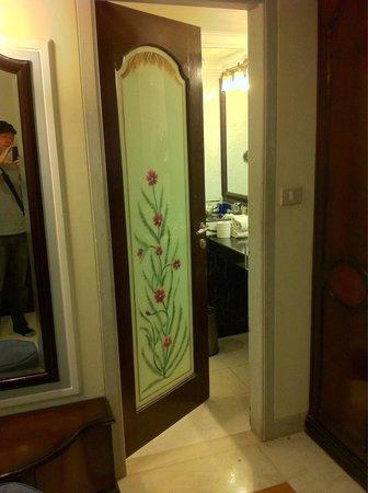 Orient Taj: Beautiful bathroom door.