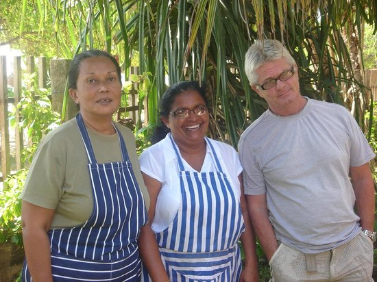 Octopus Garden House: Owners Verena & Steve with Consie in the middle