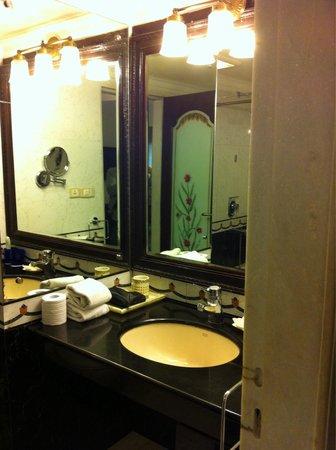 Orient Taj : Bathroom vanity