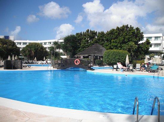 H10 Lanzarote Princess: note: nobody venturing into the freezing water