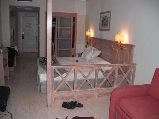 H10 Lanzarote Princess: loads of storage space in the rooms