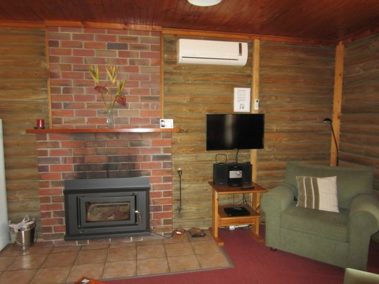 Southern Grampians Cottages: Cottage 7 wood fire, TV & stereo