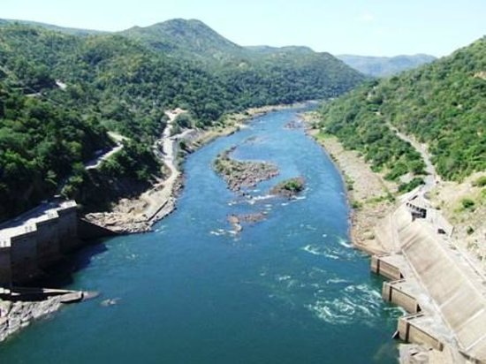 Kariba, Zimbábue: Zambezi River below the dam wall