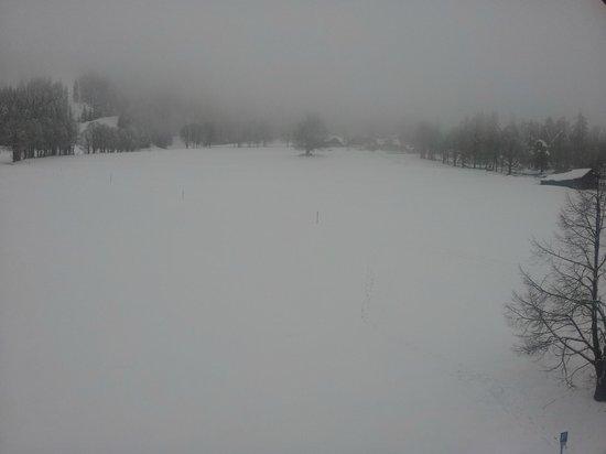 Hotel Stierer: Foggy morning in Ramsau (Dachstein mountain behind the fog)