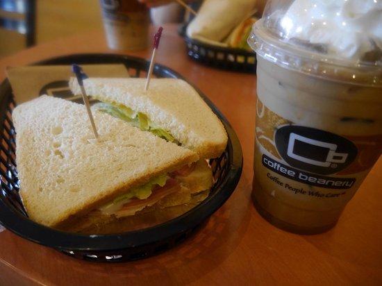 Coffee Beanery Fountain Plaza: サンドウィッチ