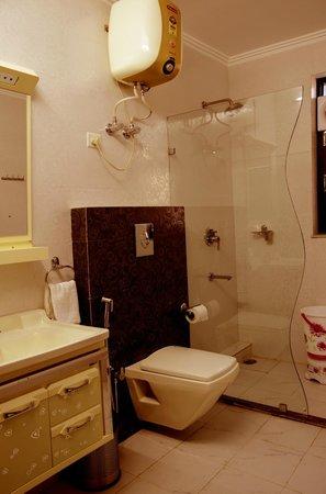 BogainVilla: Bathroom
