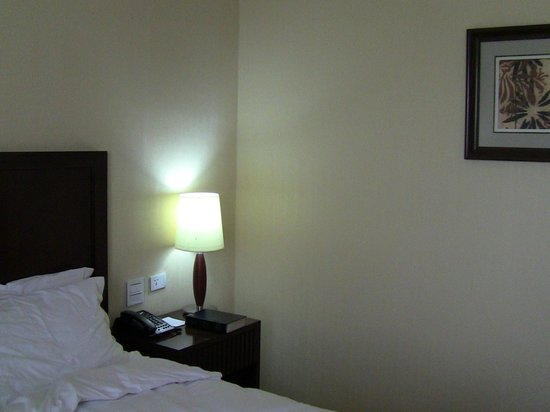 Capital Hotel and Spa : side of bed