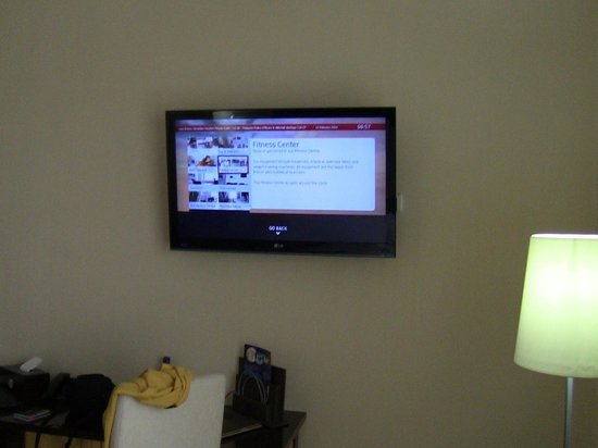 Capital Hotel and Spa : TV