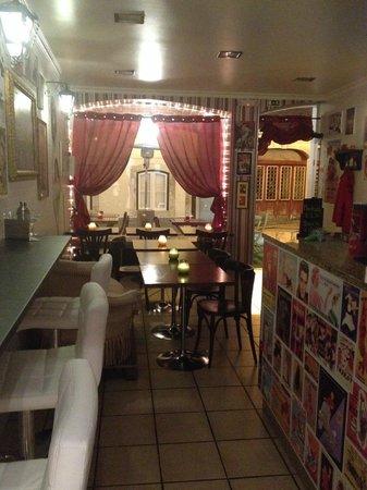 TIP&TAPAS: Cosy vintage tapas bar