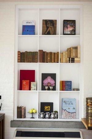 Argos Inn: Bookshelf On Main Porch