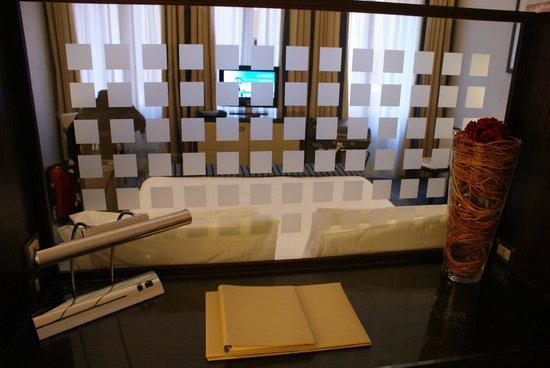 Palace Bonvecchiati : vue du bureau , derrière le lit