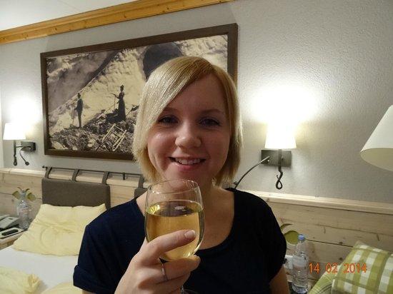 Hotel Eiger: ENJOYING ST-VALENTINE 2014 INSIDE OUR ROOM NUMBER 449, FEBRUARY 2014.