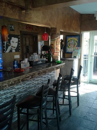 The Southernmost Cigar Club and Smoke Shop: Bar