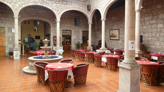 Howard Johnson Calle Real Morelia: Lobby/Restaurant