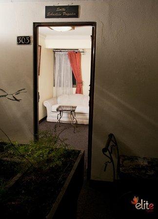 Hotel Villa Real San Felipe: SALA ESTAR EN LA HABITACION DOBLE