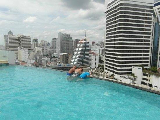 Shama Sukhumvit Bangkok : Infinity Pools Edge