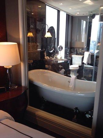 Hotel Muse Bangkok Langsuan, MGallery Collection: Classy Bathroom