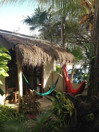 Hotel Kin Ha Pueblo: Bungalows avec hamacs