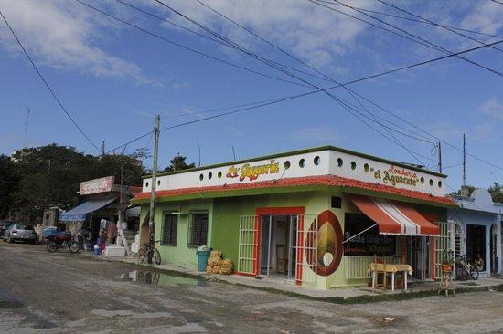 Hotel Kin Ha Pueblo: dans la rue de l'hôtel