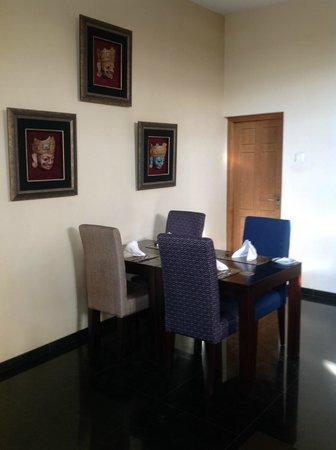 Clove Villa : Dining Area