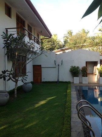 Clove Villa: Outside