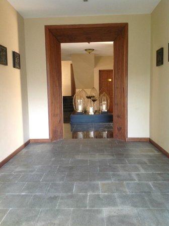 Clove Villa : Entrance