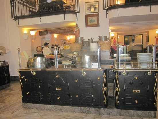 Antica Focacceria San Francesco: Bancone in sala