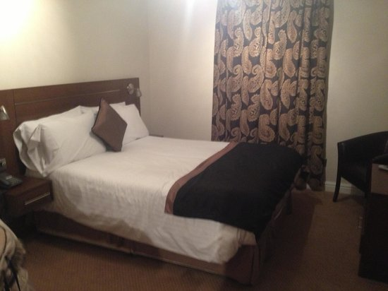 Nant Ddu Lodge Restaurant: Standard room, clean, warm and with a comfy bed