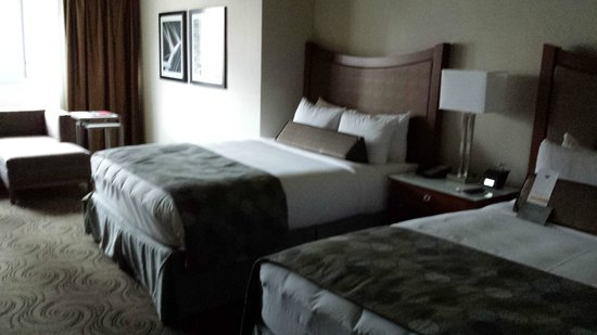 Wyndham Grand Chicago Riverfront : Double Queen Beds Deluxe Room
