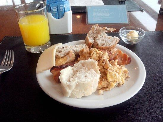 NH Montevideo Columbia: Desayuno Contundente