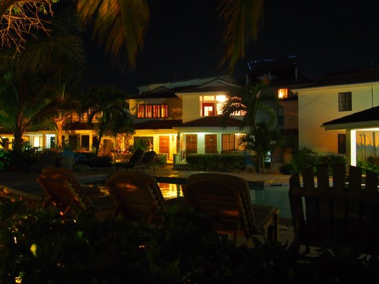 Paradise Villas: night view from main floor patio