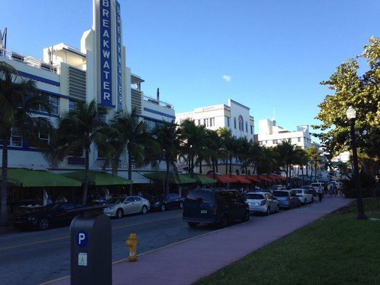 Hotel Breakwater South Beach: Great location