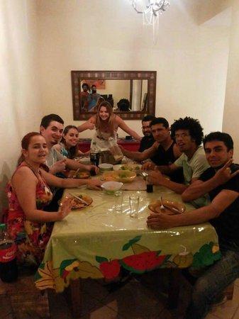 Alma de Santa Guest House: Jantar com o pessoal hospedado no Alma de Santa, aproveitando pra tirar foto com Sil do Parafern
