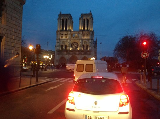 David Kafari - Day Tours: Notre Dame