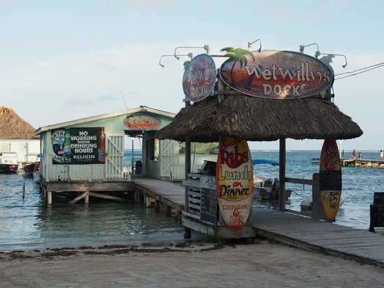 Paradise Villas: Dock leading to Reef Adventures and Wet Willy's Bar
