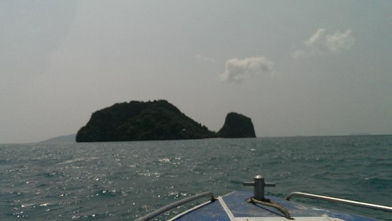 Tours Koh Samui: Not a whale! One of the five islands.