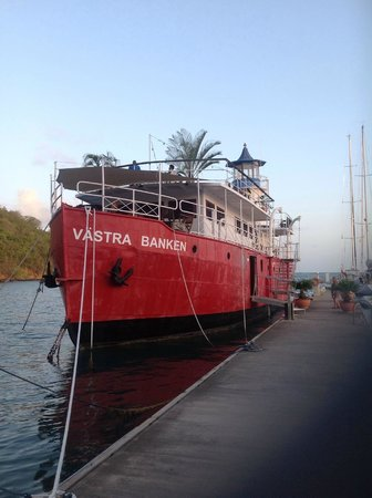 The Light Ship : Västra Banken at dock
