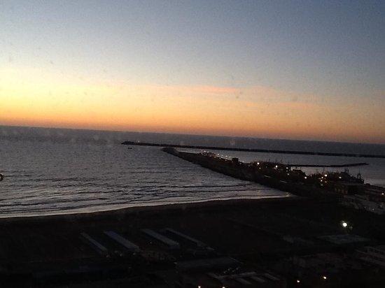 Hotel Costa Galana: Vista del amanecer desde la ventana de la habitacion