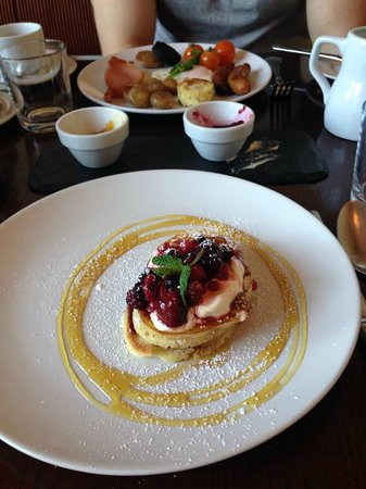 Ariel House: pancakes, full Irish breakfast