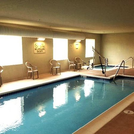 Cobblestone Hotel and Suites Newton: Indoor Pool and Hot Tub