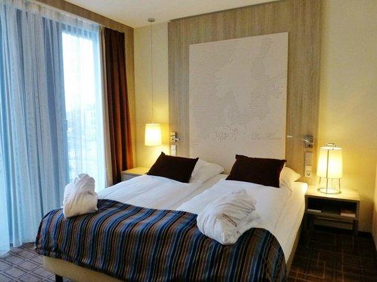 Steigenberger Hotel Bremen: Helles modernes Zimmer