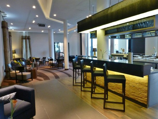 Steigenberger Hotel Bremen: Bar und Lobby