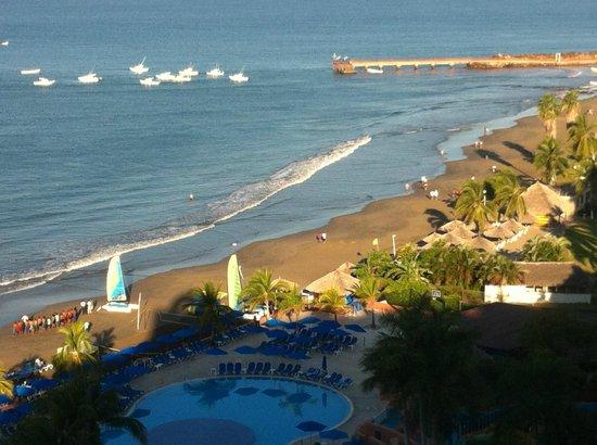 Azul Ixtapa Beach Resort & Convention Center: Beach and Pier view