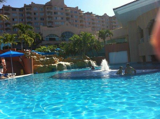 Azul Ixtapa Beach Resort & Convention Center: Adult pool