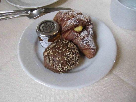 Hotel Palazzo Guadagni: brioches crema fiorentina-pane integrale-miele selezione